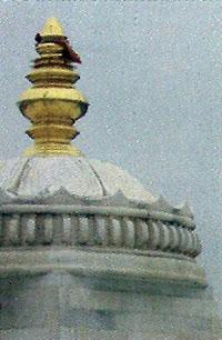 Kalasham en el techo.